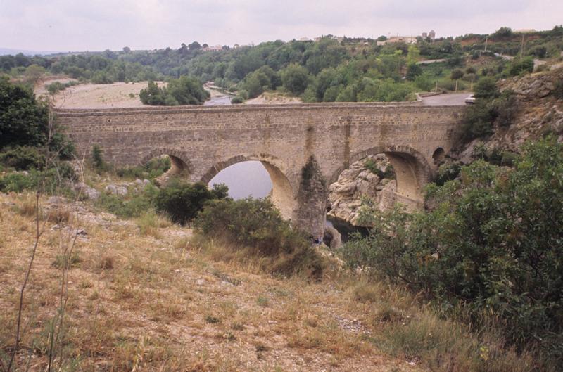 Pont sur l'Hérault, dit Pont du Diable (également sur commune de Saint-Jean-de-Fos)