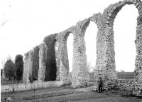 Vestiges de l'aqueduc romain