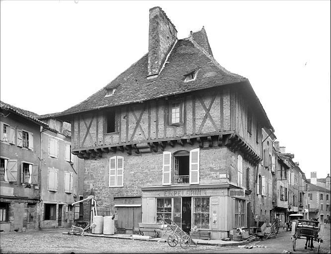 Ancienne maison consulaire saint c r 46400 for Photos maisons anciennes