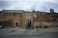 Porte Calvières et remparts adjacents