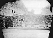 Amphithéâtre (temple dans un hémicyle précédé d'un nymphée)
