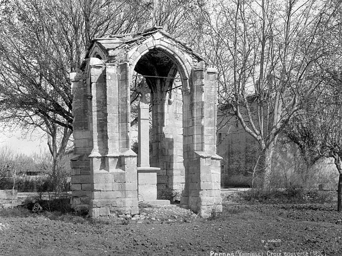 croix couverte ou croix de bo t pernes les fontaines