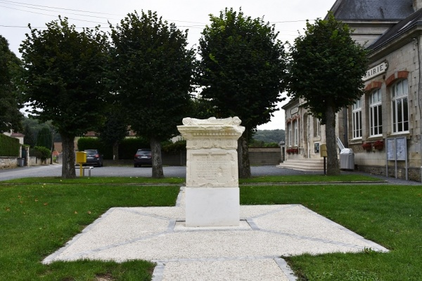 Photo Aizy-Jouy - Le Monuments aux Morts