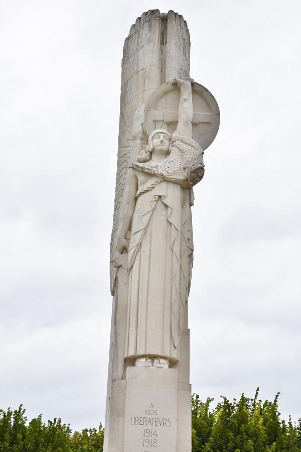 Le Monuments aux Morts