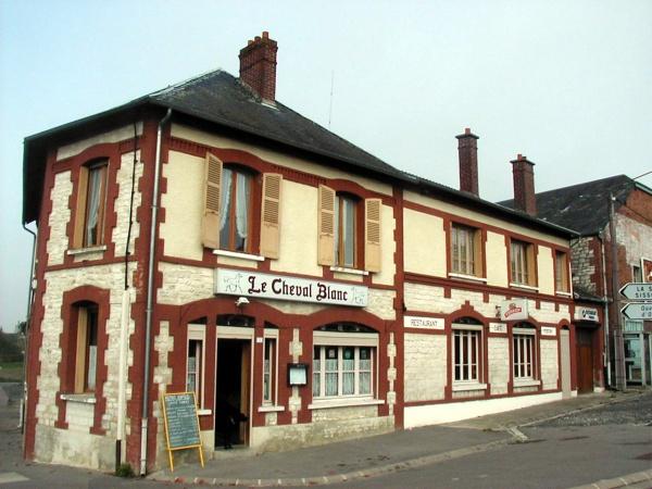 """Photo Nizy-le-Comte - L'ancien restaurant """"Le cheval blanc"""""""