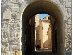 Photo paysage et monuments, Lurs - Entrons dans le village.