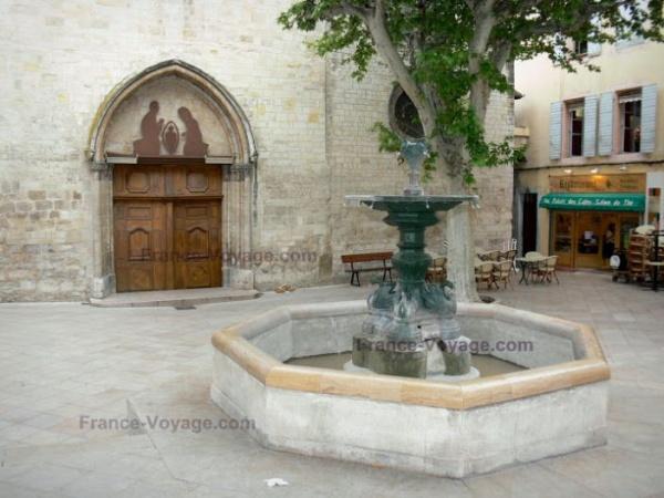 Devant St Sauveur