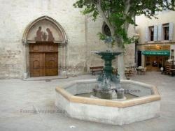Manosque (04) - Devant St Sauveur