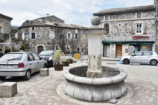 Photo Alba-la-Romaine - La Fontaine