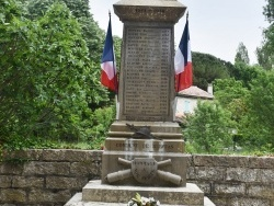 Photo paysage et monuments, Berrias-et-Casteljau - le Monument Aux Morts