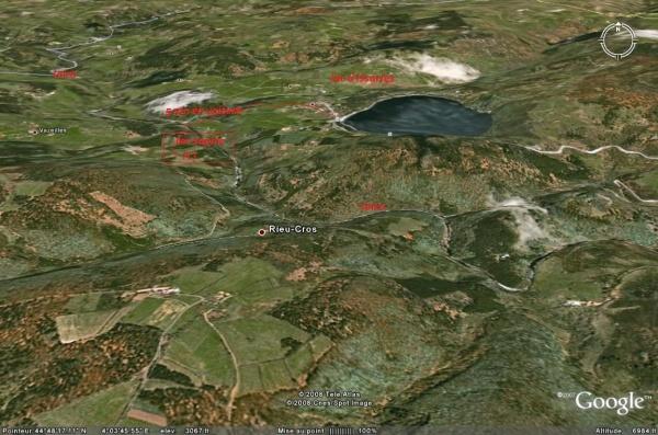 vue de la vallée de la loire vue aerienne et le lac issarles