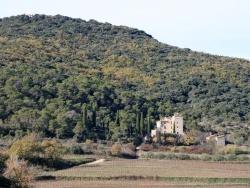 Photo paysage et monuments, Saint-Sauveur-de-Cruzières - La Tour de Cruzières ... dominée par la Chapelle
