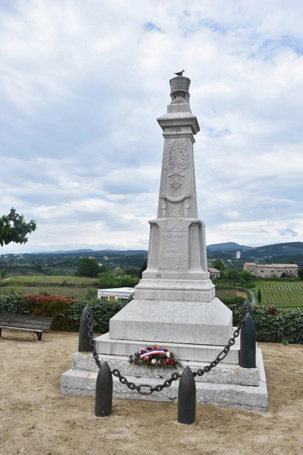 Photo Vinezac - le Monument Aux Morts
