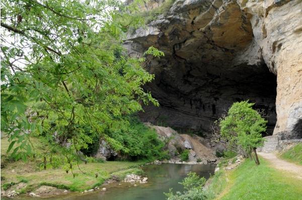 Entrée de la grotte du Mas-d'Azil