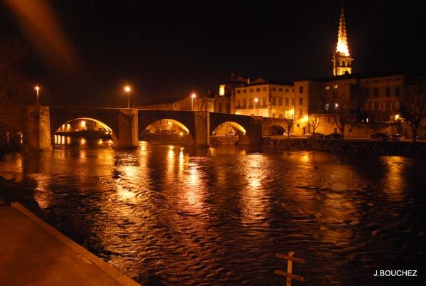Photo Limoux - LIMOUX Le pont-neuf et l'église saint martin
