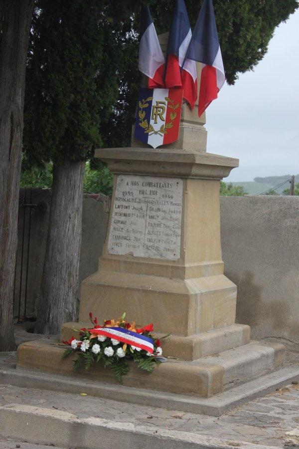 Cérémonie aux monument aux morts