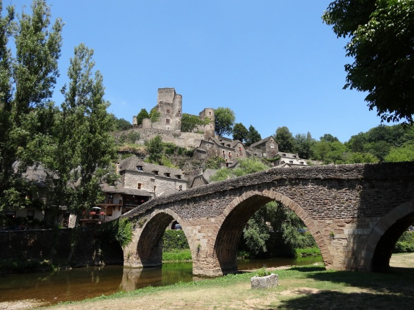 Belcastel le village