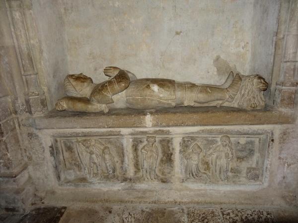 Le gisant de Alzias de Saunhac