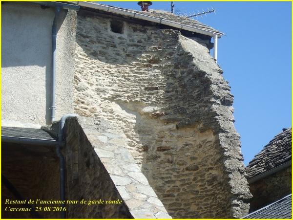 Restes des tour de garde à Carcenac Peyrales  (Baraqueville