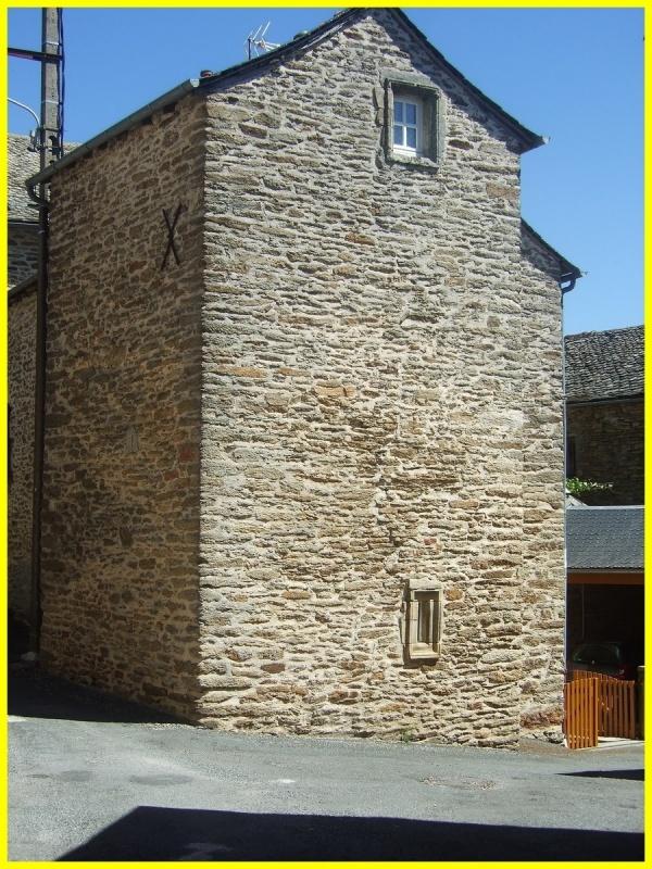 Restes des tours de garde à Carcenac Peyrales  (Baraqueville)