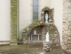 Photo paysage et monuments, Centrès - Adossé a l'église la grotte