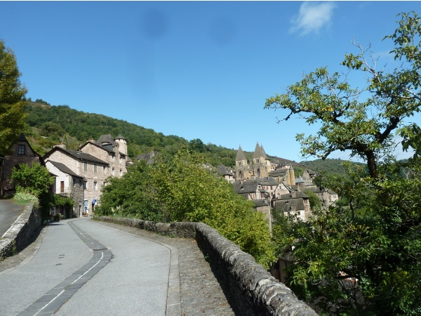 Conques on arrive