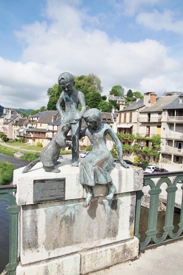 Photo Saint-Geniez-d'Olt - la statue