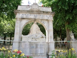 Photo paysage et monuments, Saint-Geniez-d'Olt - le Monuments Aux Morts