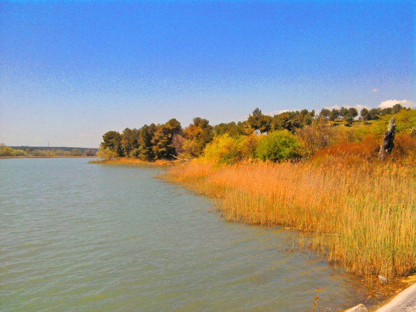 Photo Aix-en-Provence - Prés d'Aix en Provence, le lac bleu (Bassin du Réaltor)