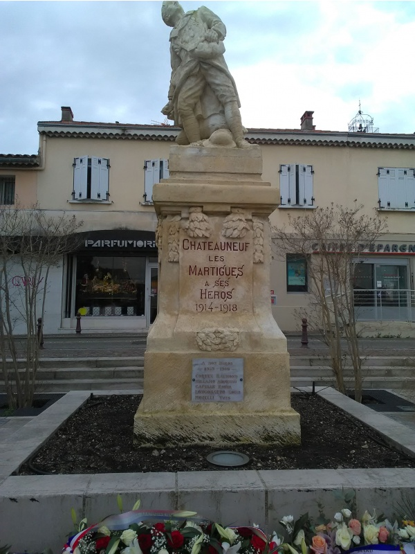 Photo Châteauneuf-les-Martigues - Monument aux morts