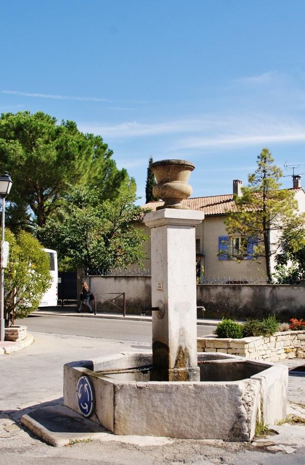 Photo Cuges-les-Pins - la fontaine