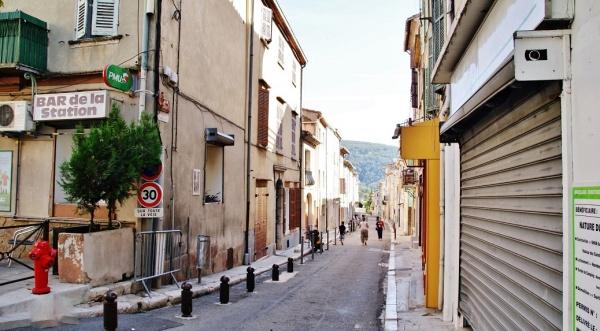 Photo Cuges-les-Pins - le village