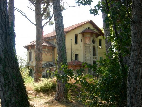 Photo Istres - Vieille maison abandonnée sur l'avenue Félix Gouin