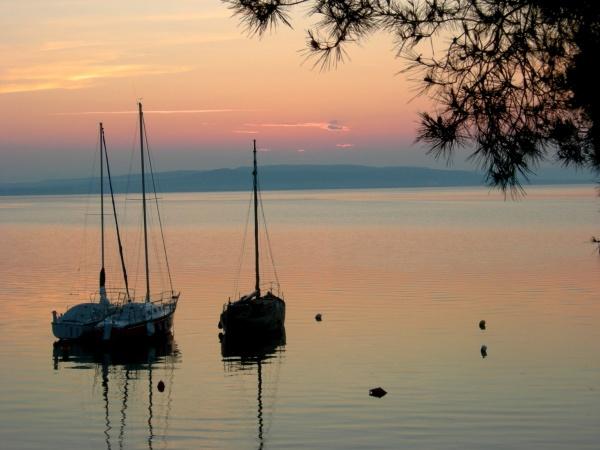 Photo Istres - Lever de soleil sur le port d'Istres