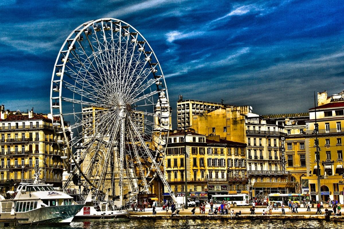 La grande roue de marseille vieux port une photo de for Agence de paysage marseille
