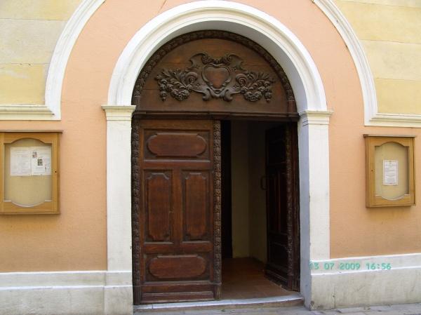 Photo Martigues - Porte de l'Eglise Saint-Louis à Ferrières