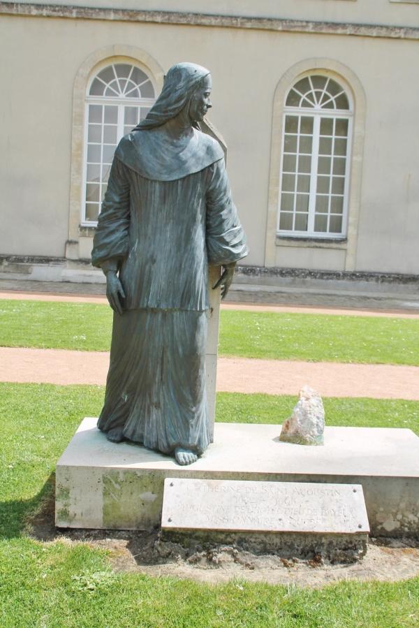 Photo Bayeux - Monuments Aux Morts