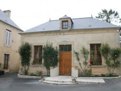 Photo paysage et monuments, Bernesq - la Mairie