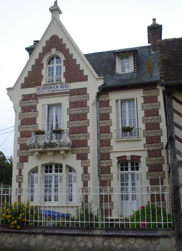 Photo Beuvron-en-Auge - la Poste