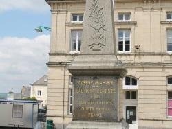 Photo paysage et monuments, Caumont-l'Éventé - le monument aux morts