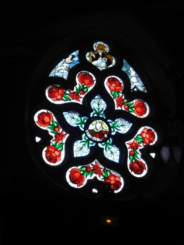 Photo Livarot - 1 autre vitrail de l'église