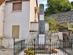 Photo paysage et monuments, Chalvignac - le Monument-aux-Morts