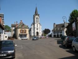 Photo paysage et monuments, Chaussenac - La place du bourg