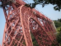 Photo paysage et monuments, Loubaresse - Viaduc de Garabit : sous le viaduc