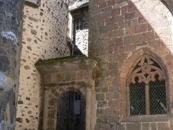 Photo paysage et monuments, Salers - en passant sous la porte de l'Horloge