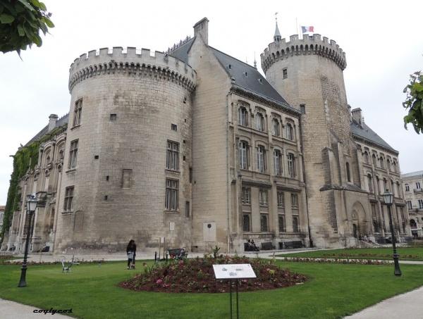 Angoulême ( Hotel de ville )