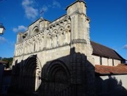 Photo paysage et monuments, Aubeterre-sur-Dronne - église St Jacques