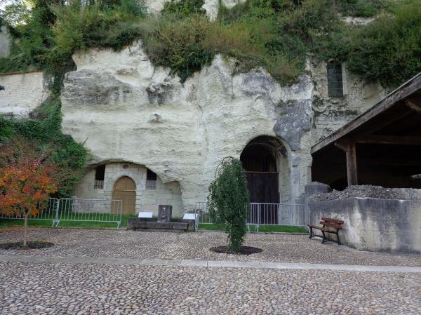 Photo Aubeterre-sur-Dronne - église troglodyte St Jean