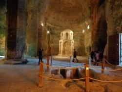 Photo paysage et monuments, Aubeterre-sur-Dronne - intérieur eglise souterraine St Jean