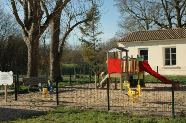 Photo Le Gué-d'Alleré - jeux pour enfants